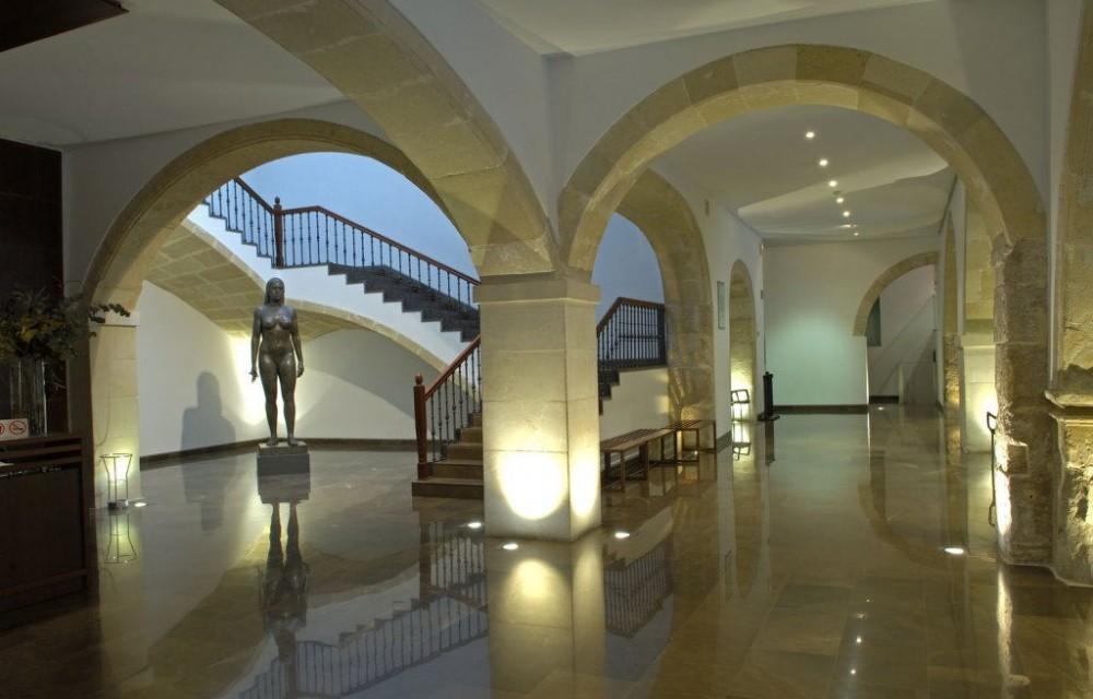 costa blanca mubag alicante hall del museo bonito