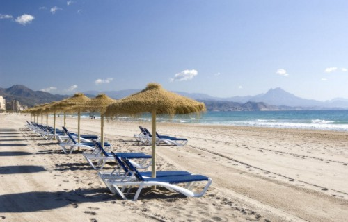 COSTA BLANCA SAN JUAN DE ALICANTE Playa con Cabeçó d´Or al fondo