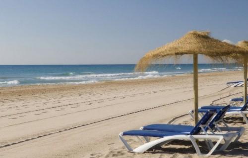costa blanca playa san juan alicante relajacion y arena lisa