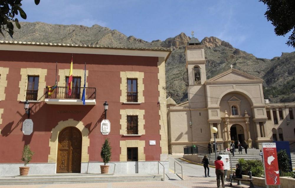 costa blanca redovan plaza principal iglesia y ayuntamiento