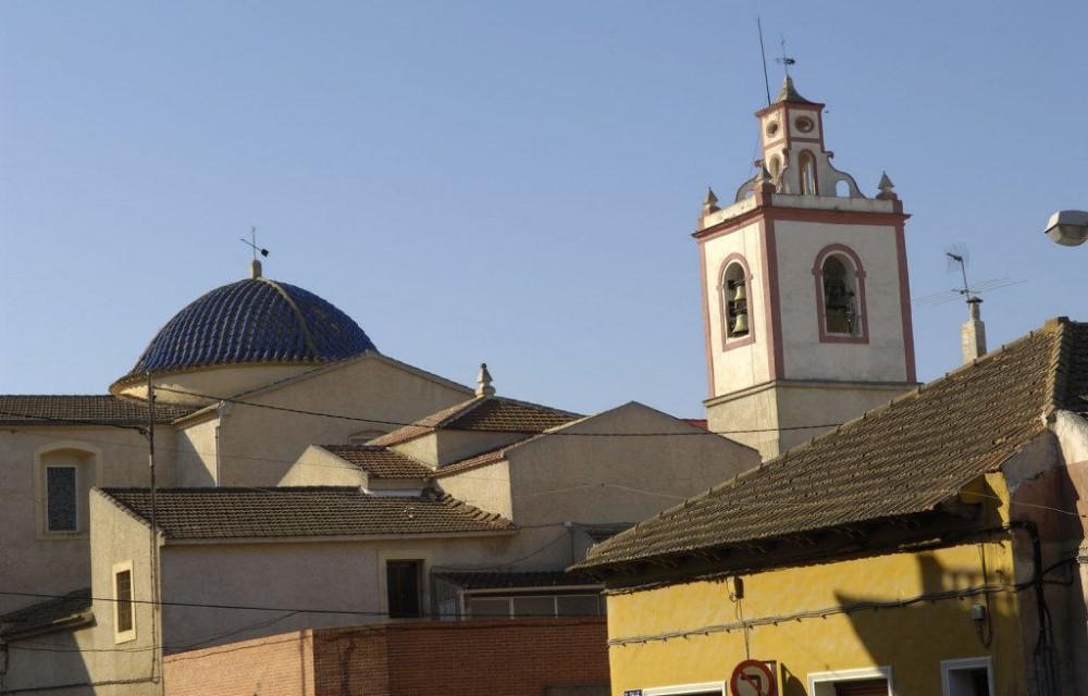 costa blanca rojales iglesia del pueblo dia soleado