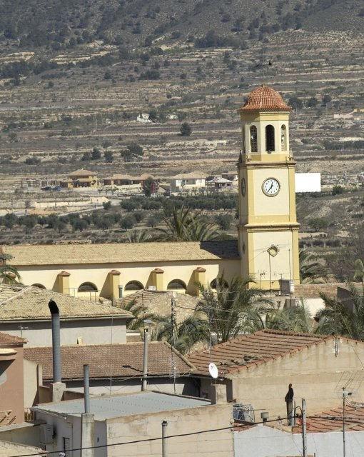 costa blanca romana iglesia y campanario del pueblo