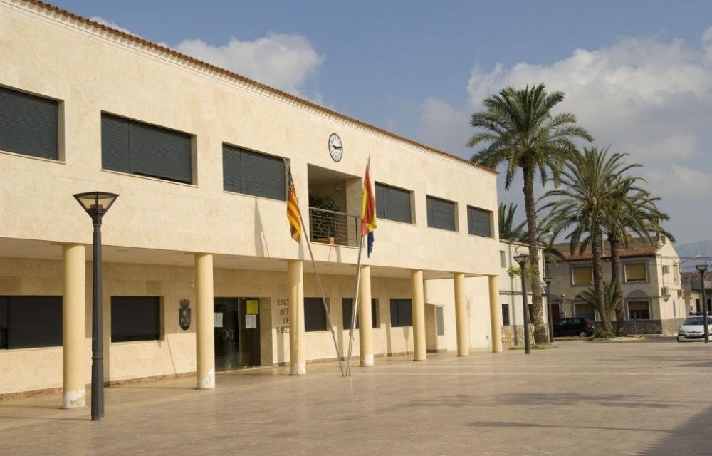costa blanca san isidro plaza del edificio del ayuntamiento