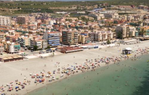 costa blanca santa pola playa llena de gente en verano
