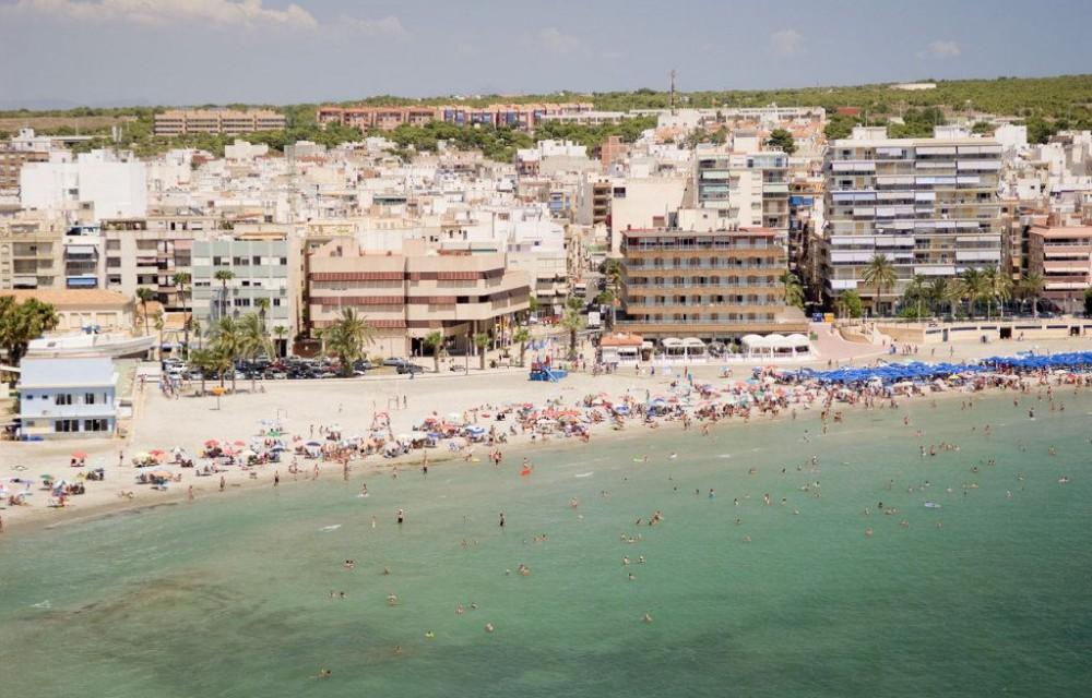 costa blanca santa pola playa y pueblo en verano