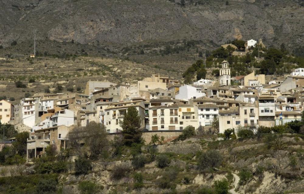 costa blanca sella pueblo en la montana