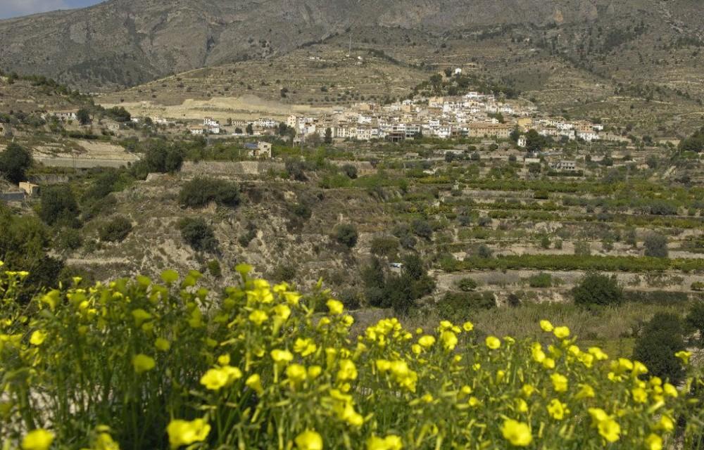 costa blanca sella vista del pueblo desde el monte