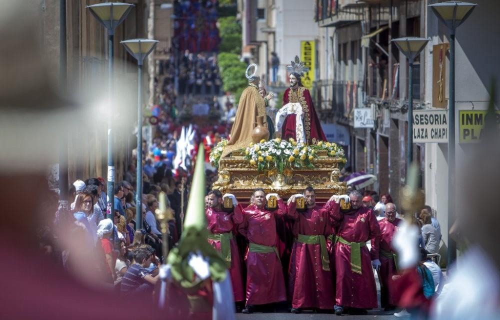 costa blanca semana santa crevillente paso de procesion entre multitud