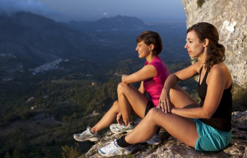 COSTA BLANCA SENDERISMO amigas en lo alto de la montaña