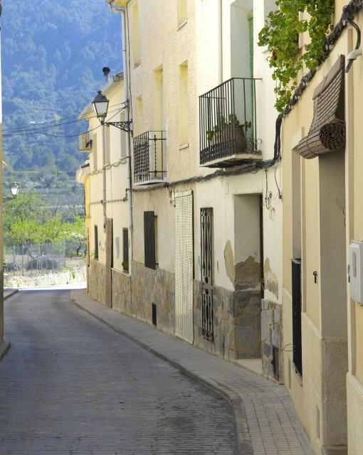 costa blanca sierra mariola benillup calle tipica
