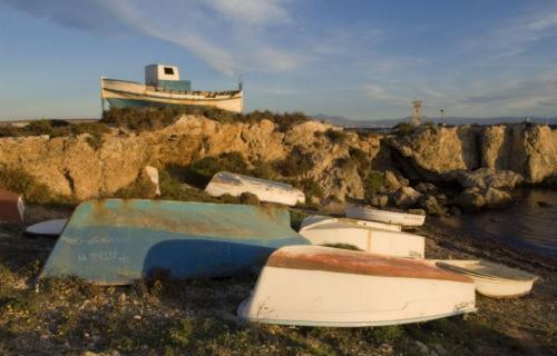 costa blanca tabarca antiguas barcas en la orilla
