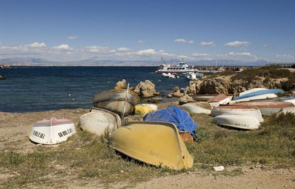 costa blanca tabarca antiguos barcos en la orilla