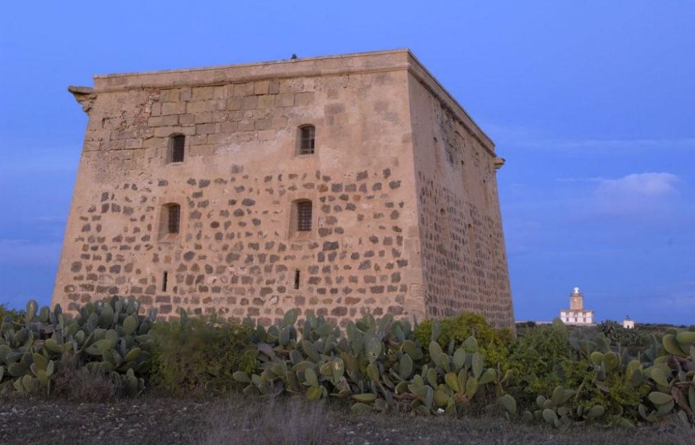 costa blanca tabarca torre de san juan y el faro al atardecer