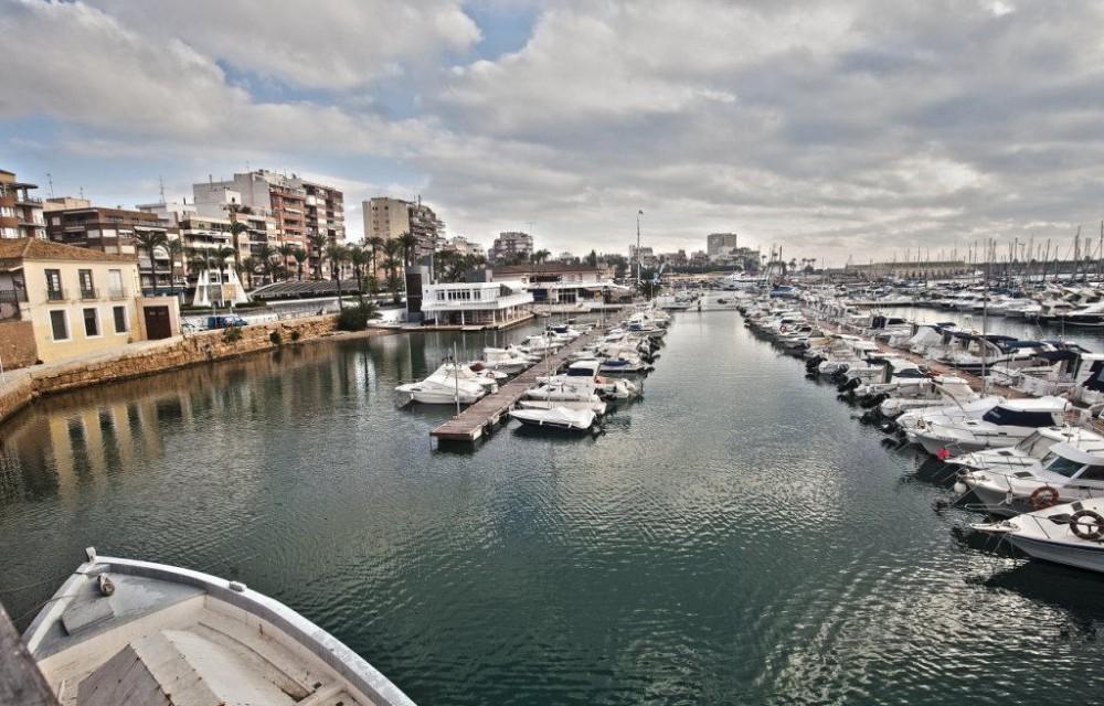 costa blanca torrevieja barcos en el puerto deportivo