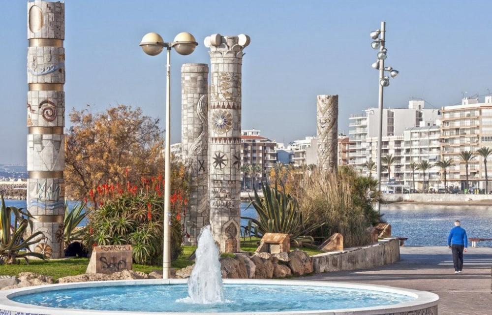 costa blanca torrevieja fuente y columnas bonitas