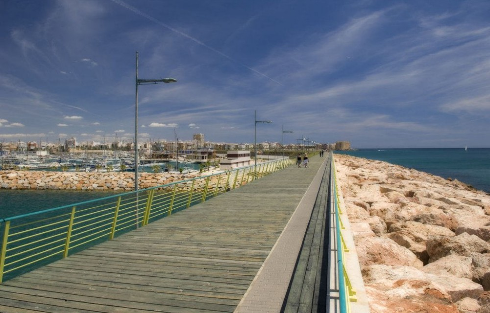 costa blanca torrevieja paseo maritimo moderno y nuevo