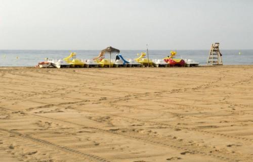 costa blanca torrevieja patines de agua en la arena