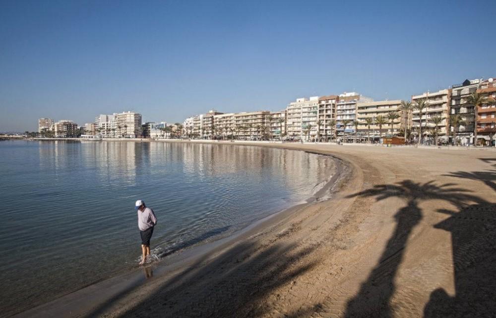 costa blanca torrevieja playa al amanecer