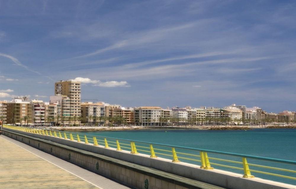 costa blanca torrevieja playa desde el paseo maritimo