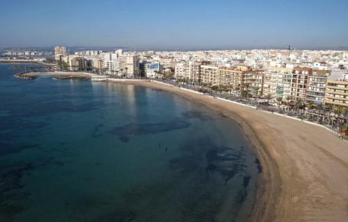 costa blanca torrevieja playa y paseo maritimo de la ciudad