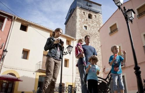 COSTA BLANCA VALL DE POP MURLA familia en el pueblo