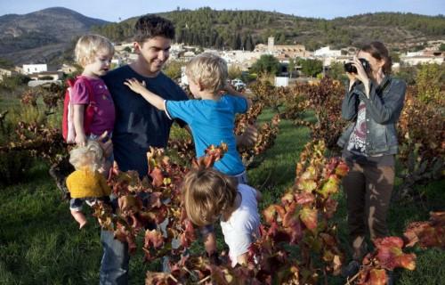 COSTA BLANCA VALL DE POP MURLA padres e hijosen el campo