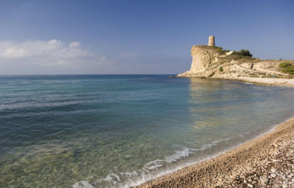 costa blanca villajoyosa cala del xarco calmada orilla del mar