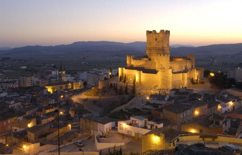 costa blanca villena castillo iluminado en la noche
