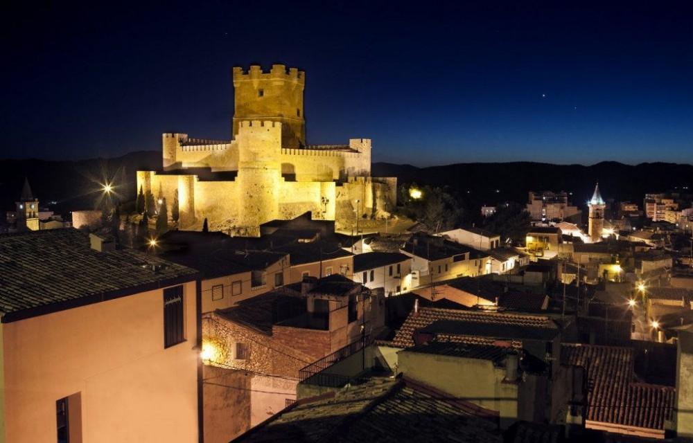 costa blanca villena el castillo de noche iluminado