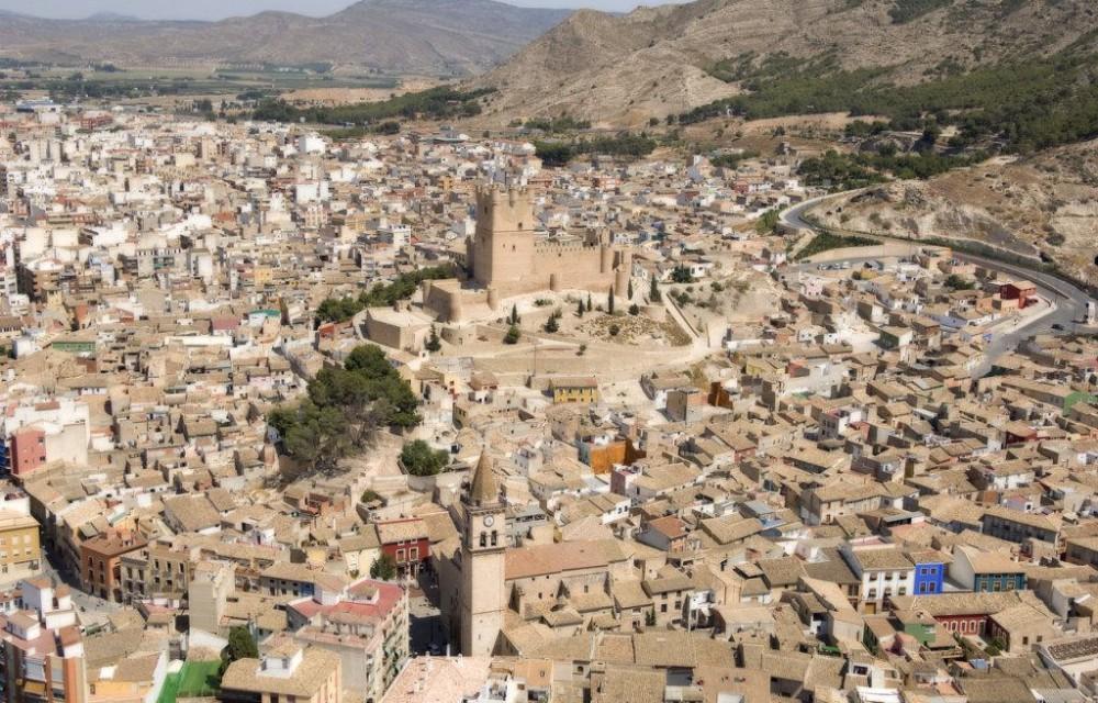 costa blanca villena pueblo rodeando al castillo