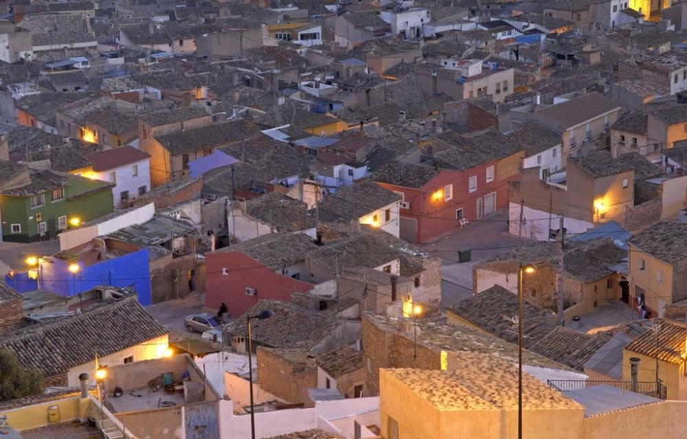 costa blanca villena vista nocturna de los tejados del pueblo