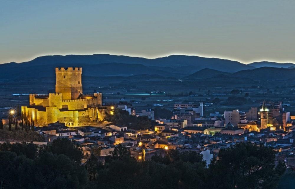 costa blanca villena vista nocturna del castillo