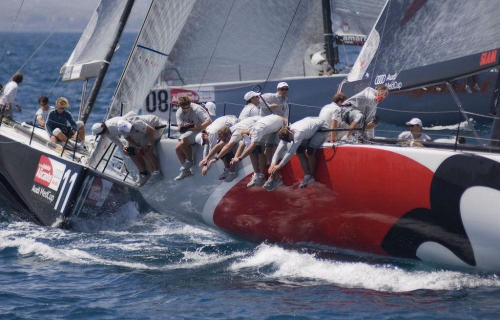 costa blanca volvo ocean race tripulantes haciendo contrapeso
